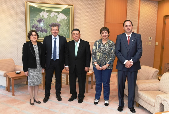 President of the Argentine Chamber of Deputies visits Speaker Oshima : Click on the title or picture to display topic details.