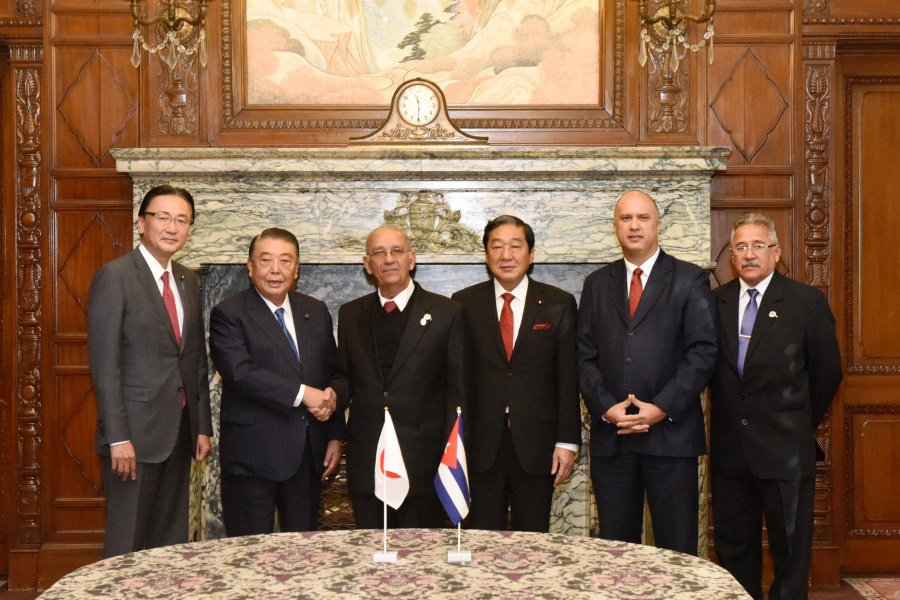 Cuban National Assembly Member visits Speaker Oshima: Click on the title or picture to display topic details.
