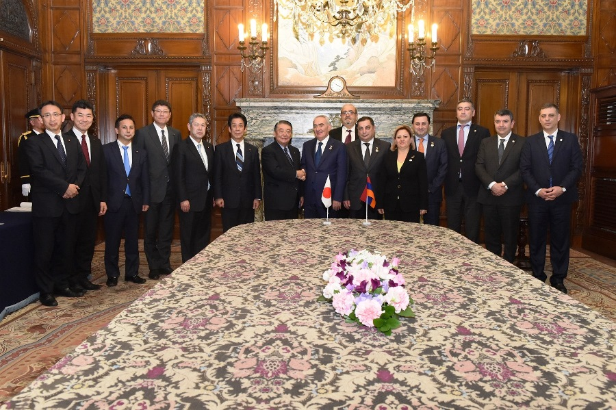 President of the Armenian National Assembly visits Speaker Oshima :Click on the picture to enlarge it.