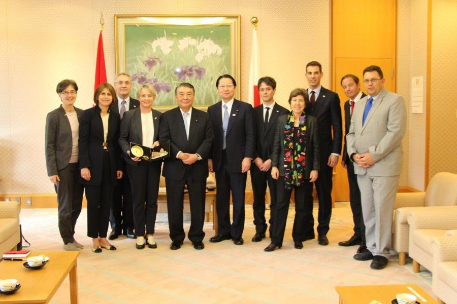 Swiss National Council Members visit Speaker Oshima :Click on the picture to enlarge it.