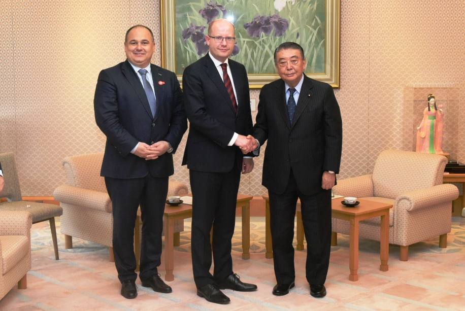 Czech Prime Minister visits Speaker Oshima :Click on the picture to enlarge it.