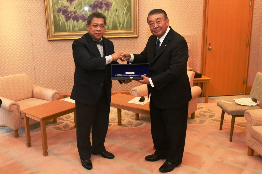 Malaysian Speaker visits Speaker Oshima:Click on the picture to enlarge it.